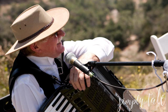 live musician, banjo