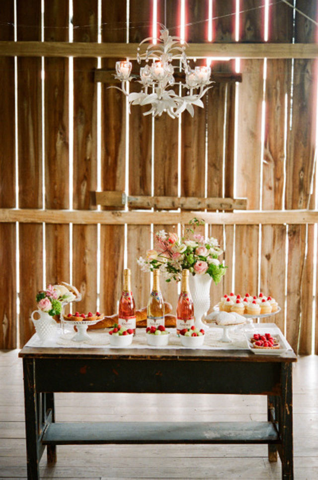 barn dessert table