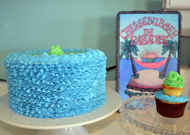 waves effect, buttercream cake, blue cake, seaside cake, tutorial, wilton tip