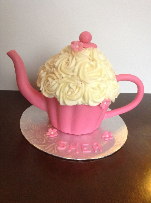 giant cupcake, home cake, giant cupcake cake, minnie mouse cake, teacup cake