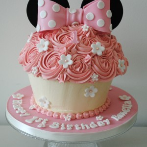 giant cupcake, home cake, giant cupcake cake, minnie mouse cake