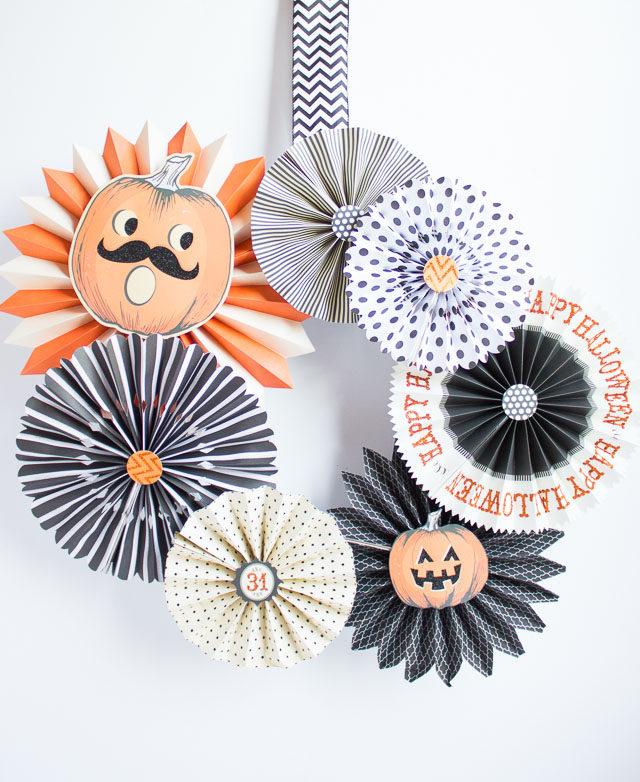 paper fan, paper fan wreath, halloween wreath. diy wreath