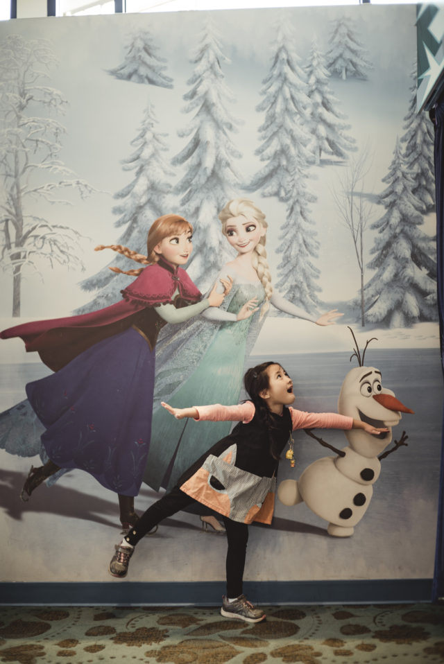 elsa, downtown disney, anaheim, disneyland, california, free admission, frozen, anna, olaf,