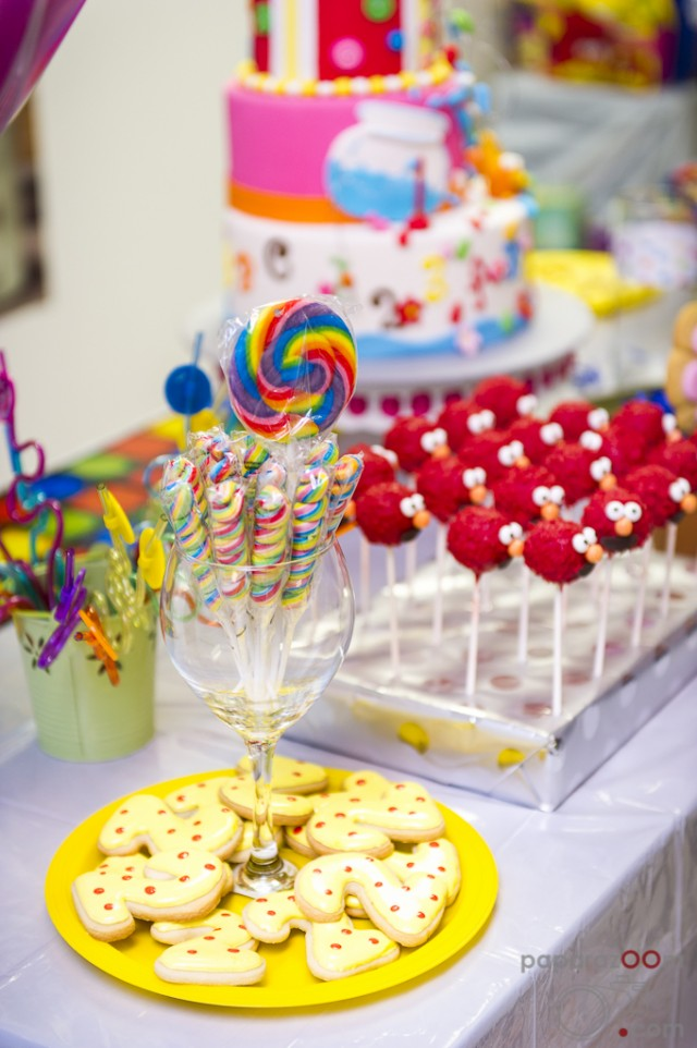 lmo dessert table, Elmo cakepops