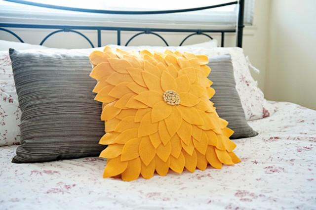 decorative pillow, diy pillow, christmas gift, felt pillow
