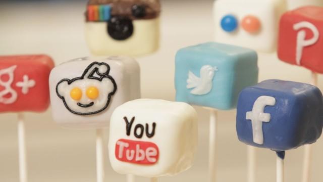 social media cakepops