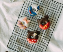 disney donuts, cute donuts, mickey mouse, minnie mouse, daisy duck, donald duck